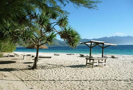 Het strand van bounty eilandje Gili Meno