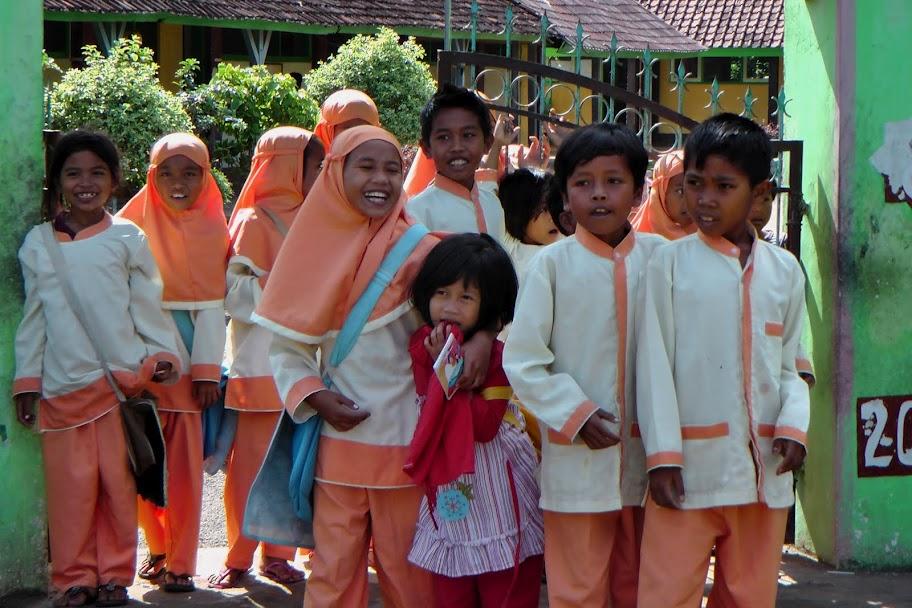 Schoolkinderen op Sumbawa