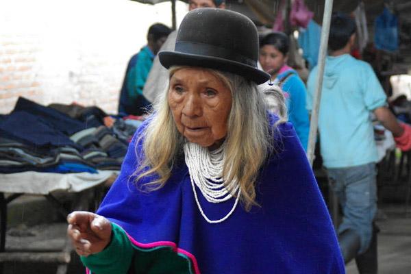 Oude Indianenvrouw in klederdracht